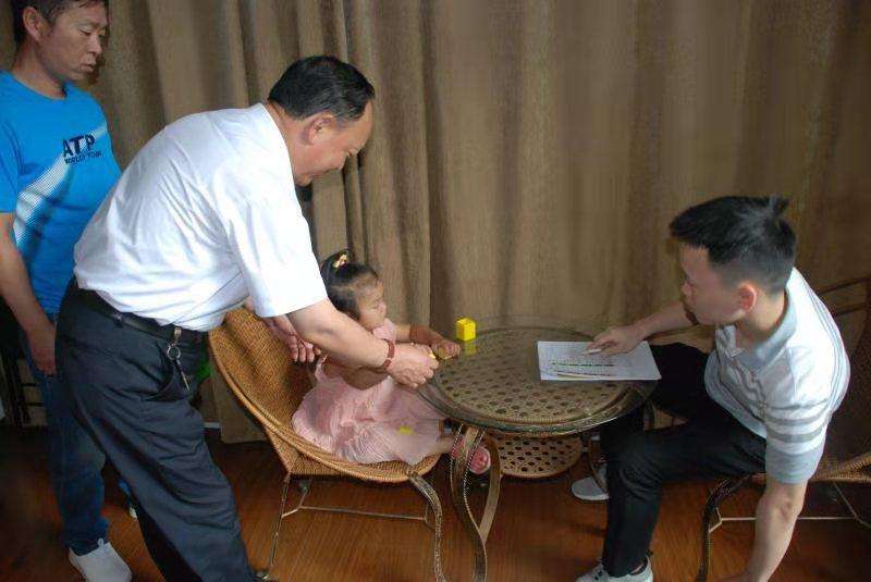 海亮•贫困听障儿童救助项目筛查工作在市慈善总会进行