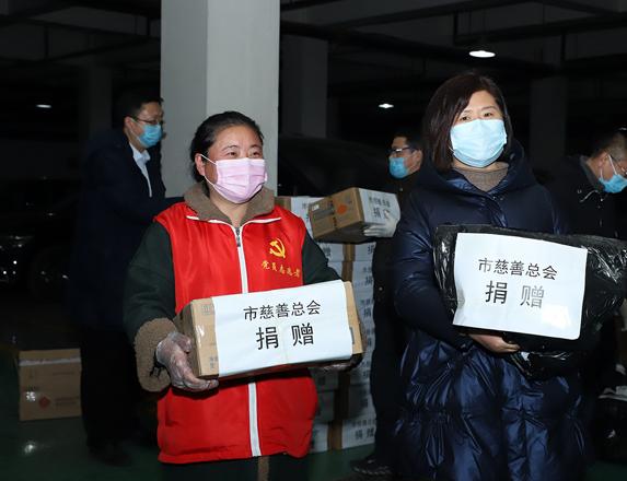 晋城银行协助晋城市慈善总会为144家社区发放疫情防控物资